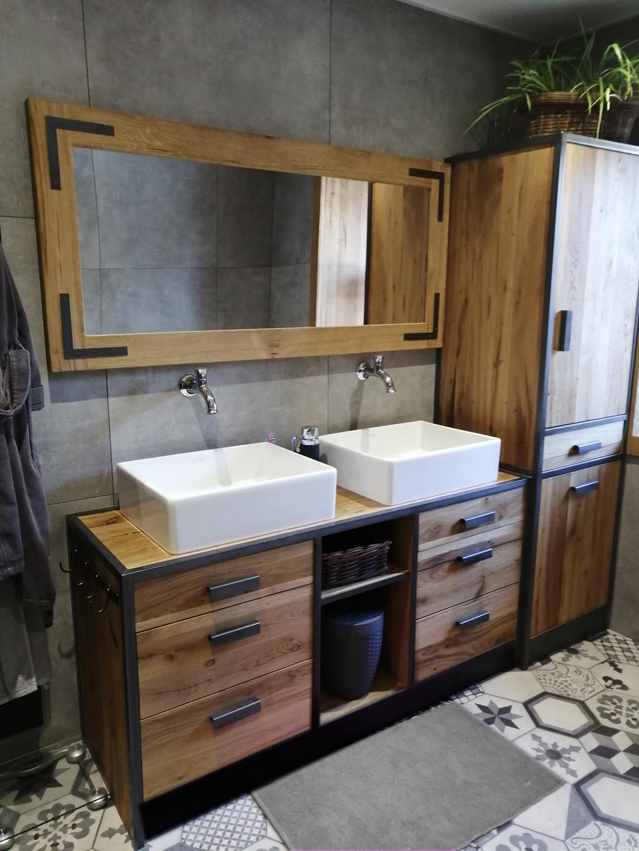 salle de bain Vieux Chêne avec fer et pierre