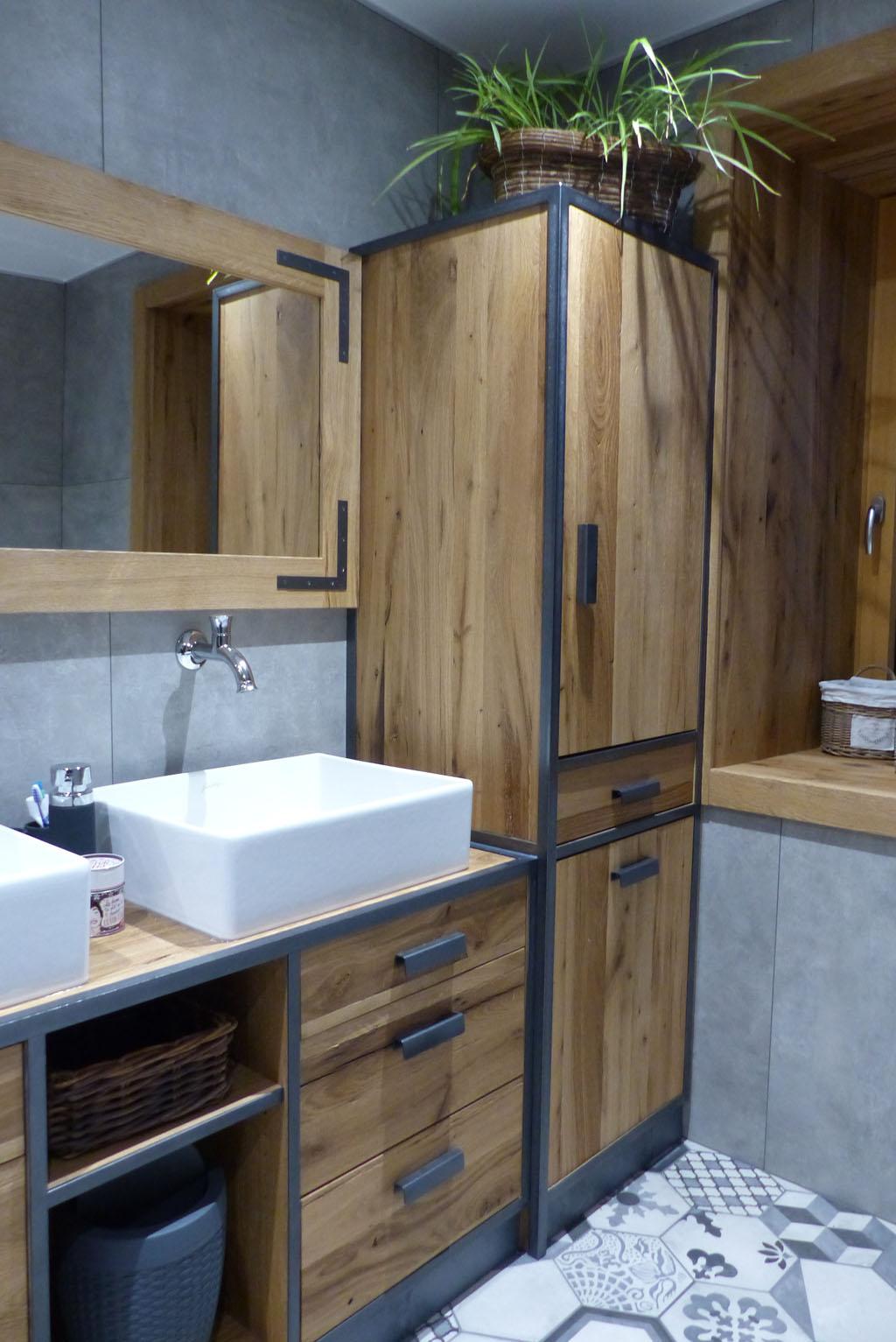 salle de bain Vieux Chêne avec montant fer